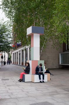GRUPPE creates pastel-coloured totems to signpost Clerkenwell Design Week Architecture Events, Facade Architecture, City Furniture, Street Furniture, Colourful Buildings, Dezeen, Totems, Cool Designs, Pastel