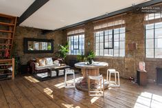 Bright 3 Story Central London Loft in London