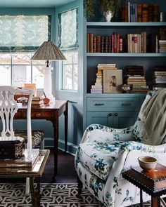 Southern Living Idea House A perfect nook to be inspired - Meredith Ellis Design Interior Exterior, Home Interior, Interior Decorating, Cosy Home, Southern Living Homes, Living Spaces, Living Room, Home Libraries, Cozy Corner