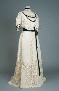 Dress, 1904, Museum of Arts and Crafts.