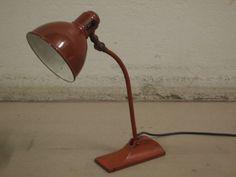 Burgunderfarbene Tischlampe von BAG Turgi, 1930er 1