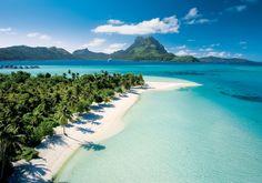 Widok na wyspę Bora-Bora. Rejs przez Polinezje Francuska i inne wyspy jest fantastycznym przeżyciem! Polecam każdemu, kto lubi podróżować, a nie widział jeszcze wszystkich pięknych wysp Pacyfiku. Widok zapiera dech w piersiach.