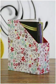 Faça um revisteiro DIY  http://www.revistaartesanato.com.br/papel/aprenda-a-fazer-um-revisteiro-passo-a-passo/02