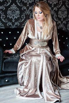 La boutique de vente de caftan à Lyon, vous propose à découvrir une nouvelle collection de caftan marocain et robe takchita marocaine longue à vendre aux prix abordable. Dans cette collection vous trouverez les meilleures robe pour les soirées et...Savoir plus