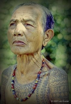 """""""Of all Kalinga tattoo motifs, centipedes and python scales seem to dominate. Both creatures were considered 'friends of the warriors' and are believed to be earthly messengers of the most powerful Kalinga deity Kabunian – the Creator of all things. Baybayin, Turquoise Necklace, Beaded Necklace, Necklaces, Filipino Tattoos, Human Head, Tattoo Script, Tattoo Trends, Popular Tattoos"""