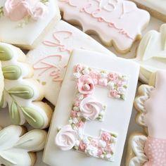 Sugar Cookie Cakes, Edible Cookies, Cupcake Cookies, Royal Icing Sugar, Royal Icing Cookies, Fancy Cupcakes, Fancy Cookies, Monogram Cookies, Cookie Images
