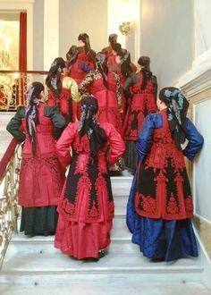 Ζαγορίσιες γυναικείες φορεσιές Samurai, Greek Costumes, Victorian, Greece, Dresses, Fashion, Greece Country, Vestidos, Moda
