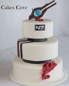 Sweets: Mass Effect Cake!!! N7 and a Mass Relay on top! RAWR!!!