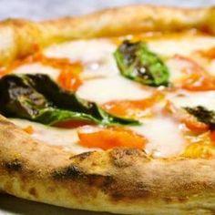 [未開拓]ピッツェリア カポリ ナポリ随一の窯職人のステファノ・フェラーラ氏製作の薪窯で焼くナポリピッツァが食べられる新宿では貴重なピッツェリア。