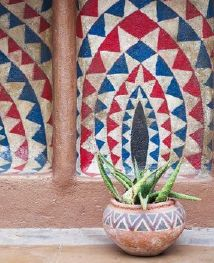 african MARKET decorations | One can generally divide African decor (the furnishing and decoration ...