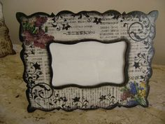 How to use picture frames in interior Design? Decoupage Furniture, Decoupage Box, Frame Crafts, Diy Frame, Photo Frame Decoration, Ikea Mirror, Interior Design Themes, Frame Stand, Wallpaper Pictures