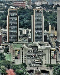 @Regrann from @livcel -  Final o comienzo de la Av Bolívar  #LaCuadraU #GaleriaLCU #ig_caracas #ig_venezuela #caracashermosa #igersvenezuela #ig_grancaracas #ig_venezuelan_pro#ig_Venezuela #asi_es_venezuela