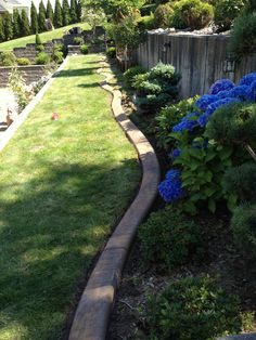 Beautiful concrete curbing separated and defines your garden. //nicely done Yard Landscaping, Backyard Patio, Concrete Curbing, Landscape Curbing, Nicely Done, Backyards, Sidewalk, Gardens, Flowers