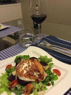 Vuohenjuustosalaatti Food Inspiration, Hamburger, Ethnic Recipes, Hamburgers, Burgers, Loose Meat Sandwiches