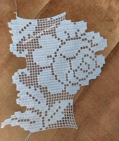 This Pin was discovered by HUZ Crochet Stitches Chart, Crochet Edging Patterns, Crochet Motif, Crochet Designs, Crochet Lace, Tunisian Crochet, Filet Crochet, Love Crochet, Crochet Flowers