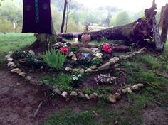 pagan altar, for the garden at home. Need to make one asap pagan altar, for the garden at home. Autel Wiccan, Wicca Altar, Witchcraft, Magick, Wiccan Home, Pagan Witch, Pagan Alter, Witchy Garden, Gothic Garden