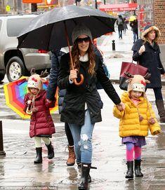 Sarah Jessica Parker braves the weather on her school run wearing her Original Short rain boots. http://usa.hunter-boot.com/product/original-short-rain-boots