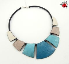 Collier plastron turquoise et taupe faux cuir personnalisable : Collier par ideesalise