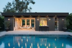 〚 This is the most stylish pool house that you've ever seen 〛 ◾ Photos ◾Ideas◾ Design. Pool houses are so cool, you can take a shower, have some snacks and just relax on the couch after dipping in a refreshing water. Designers from. Small Pool Houses, Modern Pool House, Pool House Decor, Small Pools, Modern Houses, Swimming Pools Backyard, Pool Landscaping, Lap Pools, Indoor Pools