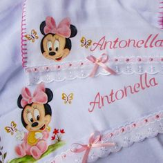 Kit fraldas (2 peças) Minnie Mouse Drawing, Baby Disney, Decoration, Kids Outfits, Kit, Embroidery, Drawings, Tiffany, Cloth Diapers