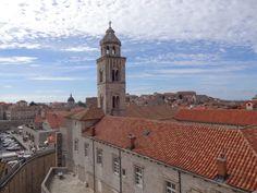 Visão ampla na descida da torre Dubrovnik