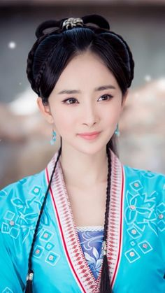 Welcome to read translated Chinese novels on Flying Lines to know more about Chinese cultures. Traditional Fashion, Traditional Outfits, Traditional Chinese, Chinese Style, Woman Smile, Ancient Beauty, Asian Doll, China Girl, Chinese Actress