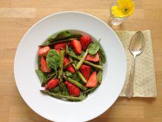 Spinatsalat med jordbær og balsamico.