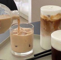 Cream Aesthetic, Aesthetic Coffee, Aesthetic Food, Coffee Break, Iced Coffee, Coffee Cake, Starbucks Coffee, Coffee Drinks, Cute Food
