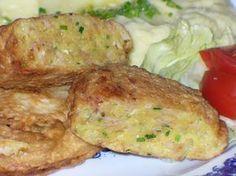 Hermelín nastrouháme na hrubší nudličky, brambor najemno. Drobně nakrájíme cibuli, šunku a pažitku. Přidáme vejce, sůl, koření a... Cooking Light, Easy Cooking, Cooking Recipes, Potato Recipes, Pork Recipes, Czech Recipes, Ethnic Recipes, Appetizer Recipes, Appetizers