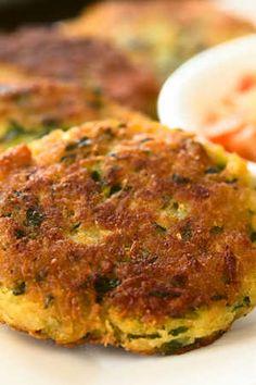 Megújult a cukkinifasírt, ez lesz az ősz diétás kedvence! Salmon Burgers, Tofu, Zucchini, Paleo, Food And Drink, Breakfast, Health, Ethnic Recipes, Kitchen