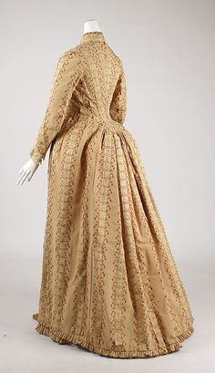 Tea gown  House of Worth (French, 1858–1956)  Designer: Charles Frederick Worth (French (born England), Bourne 1825–1895 Paris) Date: ca. 1880 Culture: French Medium: silk Dimensions: Length at CB: 60 in. (152.4 cm) Credit Line: Purchase, Kyoto Costume Institute Gift, 1981