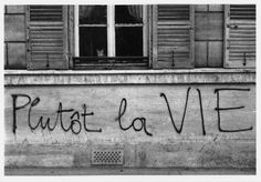 Edouard Boubat - Plutôt la vie, Paris, Mai 1968.