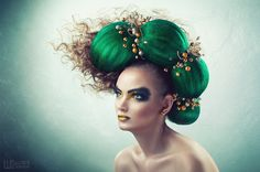 Emerald look by Danyjil Shukhnin Wacky Hair, Dramatic Hair, Avant Garde Hair, Crazy Hair Days, Fantasy Hair, Hair Reference, Hair Shows, How To Draw Hair, Hair Today