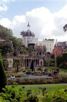 Free stock images of Scenic view of the architecture in Portmeirion, a village in North Wales modelled on an Italian town and a popular tourist attraction Wales Uk, North Wales, Italian Village, England, Holiday Places, Snowdonia, Places Of Interest, British Isles, Adventure Is Out There
