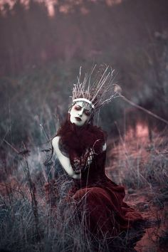 "Fantasy photo ""Maiden of Ravens"" — Photographer/Makeup: Sarah Bowman Hair: Christine Boulet Wardrobe/Model: Annalise Silverwolf Dark Fantasy, Elfa, Dark Queen, Fantasy Photography, Beauty Photography, Themed Photography, Fashion Photography, Dark Beauty, Dark Art"