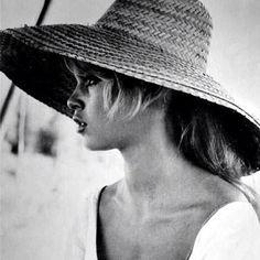 Bridget Bardot's summer look is as good as it gets!