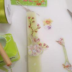 Decoupage με χάρτινα σχέδια για πασχαλινές λαμπάδες Decoupage, Plastic Cutting Board, Create, Tableware, How To Make, Light Bulb Vase, Dinnerware, Tablewares, Dishes