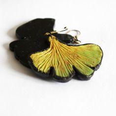 Boucle d'oreille créateur feuille ginko biloba verte et noire #2