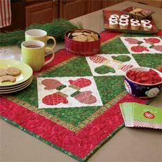 S'mittens Table Runner: FREE Fast-Fused Appliquéd Mittens Quilt Pattern Designed by ERIN RUSSEK