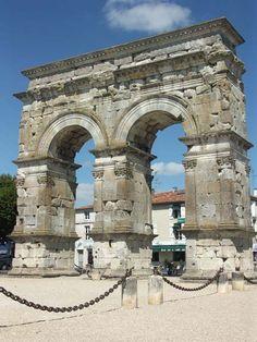 Roman Arch of Germanicus ca. 18 AD, a triumphal arch of Saintes - in Poitou-Charente, France. The first Roman capital of Aquitaine. (Cité gallo-romaine de Saintes, fondée quelques décennies avant le début de l'ére chretienne, la ville de Saintes a conservé de l'époque antique un patrimoine considérable. Parfaitement mis en valeur et entretenu, il témoigne du degré élevé de civilisation atteint par les hommes il y a près de deux mille ans.)