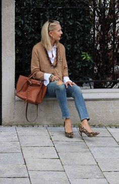 women's fashion over 40 summer products Over 50 Womens Fashion, Fashion Over 40, Trendy Fashion, Winter Fashion, Fashion Women, Big Fashion, Fashion Online, Fashion Boots, Fashion Outfits