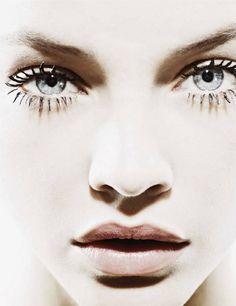 La belleza natural de la mirada. Cuando cejas y pestañas lucen largas y con volumen... ¡sobra todo maquillaje! HAIRPLUS by FacEvolution. www.facevolution....