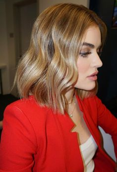The Celebrity Bobs and Lobs That'll Inspire Your Next Cut From Lucy Hale to Sofia Richie, we rounded Lucy Hale Blonde, Lucy Hale Hair, Lucy Hale Style, Messy Hairstyles, Pretty Hairstyles, Style Hairstyle, Summer Hairstyles, Celebrity Bobs, Color Rubio
