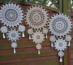 Crochet Circles, Crochet Flower Patterns, Crochet Stitches Patterns, Crochet Flowers, Crochet Christmas Decorations, Crochet Decoration, Crochet Home Decor, Doily Art, Dream Catcher Decor