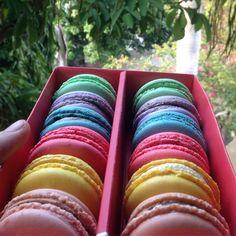 Have your fill at @lavonneacademyindia  Assorted macarons :) #bangalorefoodies #bangalore #bengaluru #lavonne #lavonneacademyindia #food#macarons#desserts#cheflife #pastrychef#foodies #chocolate#raspberry#lemon#coffee#caramel#pistachio