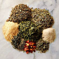 Mix up your own signature custom Homemade Italian Seasoning Blend in minutes - and it will be so much fresher than you can buy! Homemade Spice Blends, Homemade Spices, Homemade Seasonings, Spice Mixes, Poultry Seasoning, Seasoning Mixes, Homemade Italian Seasoning, Spice Combinations, Olive Garden Recipes