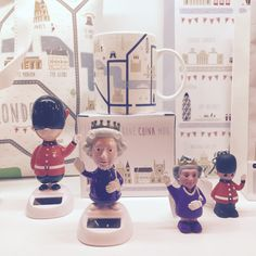 London Icon Map Design Tote Bag & Bone China Mug in Display Box. Waving Queen & Saluting Guardsman Solar-Powered Novelty Characters. Queen & London Guardsman Keyrings with LED Lights & Sound Button #mug #london #giftware #souvenir