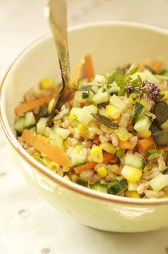 salat af perlebyg med majs og græskarkerner
