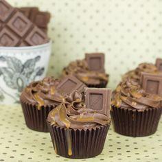 Cupcakes de chocolate con dulce leche - http://www.diypinterest.com/cupcakes-de-chocolate-con-dulce-leche/