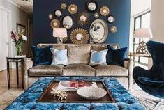 22 Living Rooms with Metal Wall Decorations | Home Design Lover Living Room Decor Brown Couch, Navy Living Rooms, Living Room Mirrors, Brown Accent Wall, Earthy Home Decor, Brown Decor, Apartment Sofa, Home Decor Trends, Cool Walls